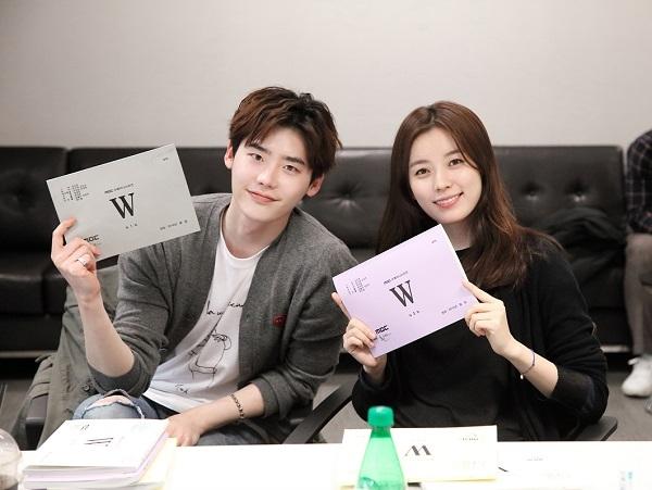 lee-jong-suk-han-hyo-joo-w-script
