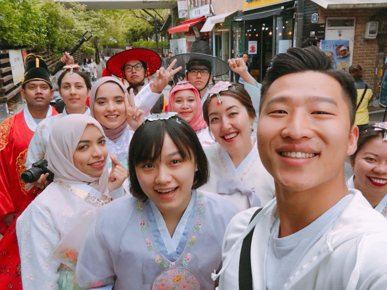 boleh-foto-di-bukchon-village-asal-jangan-berisik-salam-korea-5