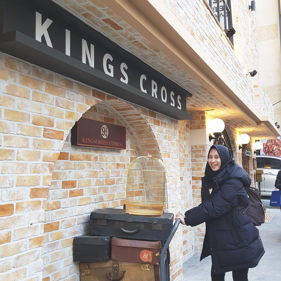 romantis-ala-harry-potter-ngedate-di-kings-cross-cafe-di-hongdae-2